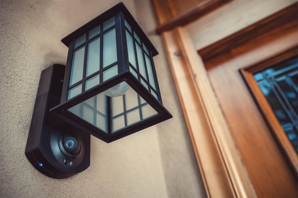 Kuna porch light security camera